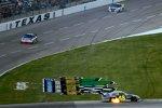 Jimmie Johnson verlor seinen Hendrick-Chevy ausgangs Turn 4 aus der Kontrolle