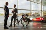Ron Dennis mit dem McLaren-Bike