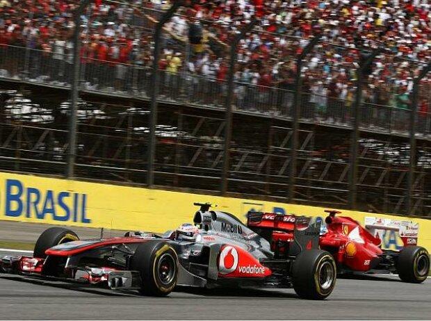 Jenson Button vor Fernando Alonso