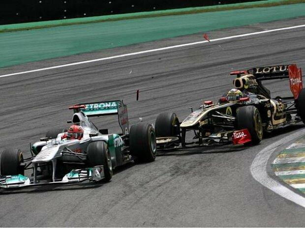 Bruno Senna kollidiert mit Michael Schumacher