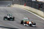 Adrian Sutil (Force India) kämpft gegen Nico Rosberg (Mercedes)