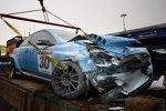 Nach dem Crash: Der Volvo von Robert Dahlgren (Polestar) in Macao