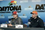 Trevor Bayne und Jamie McMurray im Media-Center