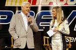 Junior Johnson im Interview mit einer Miss Sprint-Cup