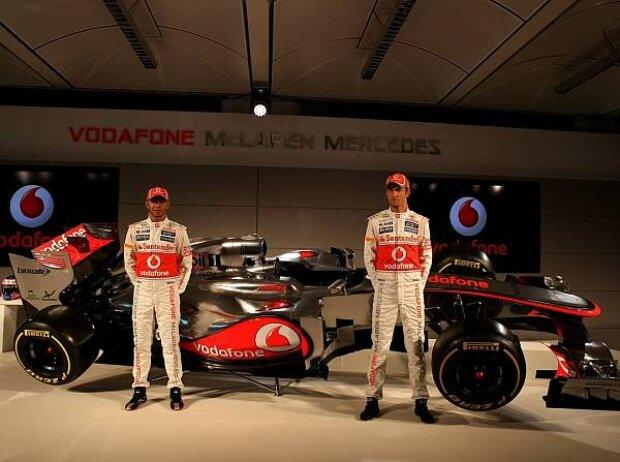 Lewis Hamilton und Jenson Button mit dem McLaren-Mercedes MP4-27