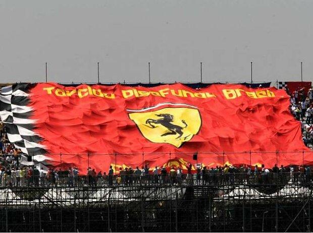Ferrari-Fans und Flagge