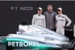 Nico Rosberg, Ross Brawn (Teamchef) und Michael Schumacher (Mercedes)