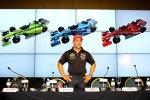 Tony Kanaan und seine drei Lackierungen der kommenden IndyCar-Saison 2012