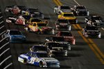 Die Sprint-Cup-Fahrzeuge während der Rennunterbrechung nach dem Crash von Juan Pablo Montoya