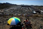 Fans verfolgen das Rennen vom Rattlesnake Hill in Phoenix