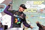 Denny Hamlin feiert seinen ersten Phoenix-Sieg in der Victory Lane