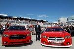 Die Straßenversion und die Rennversion des Dodge Charger für die Sprint-Cup-Saison 2013