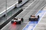 Narain Karthikeyan (HRT) und Jenson Button (McLaren)