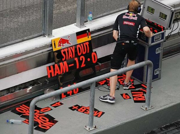Sebastian Vettel Boxenmauer Boxentafel Pit Board