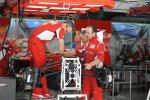 Stefano Domenicali (Teamchef, Ferrari) legt selbst Hand an