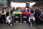 Bruno Senna und Pastor Maldonado gratulieren Frank Williams (Teamchef) zum 70. Geburtstag
