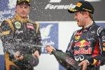 Kimi Räikkönen (Lotus) erhält von seinem Kumpel Sebastian Vettel (Red Bull) eine ordentliche Champagnerdusche