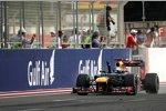 Sebastian Vettel (Red Bull) jubelt bei der Zieldurchfahrt nach 1 Stunde, 35 Minuten, und 10,990 Sekunden