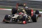 Romain Grosjean (Lotus) Kimi Räikkönen (Lotus)