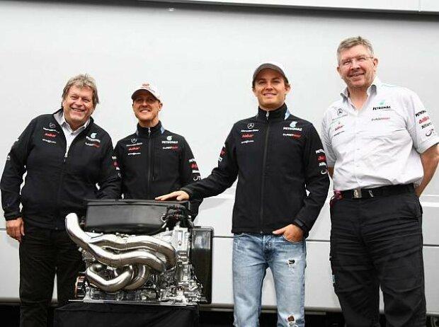 Nico Rosberg, Michael Schumacher, Ross Brawn (Teamchef), Norbert Haug (Mercedes-Motorsportchef)