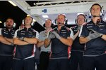 Williams-Mechaniker jubeln über die Leistung von Pastor Maldonado (Williams)