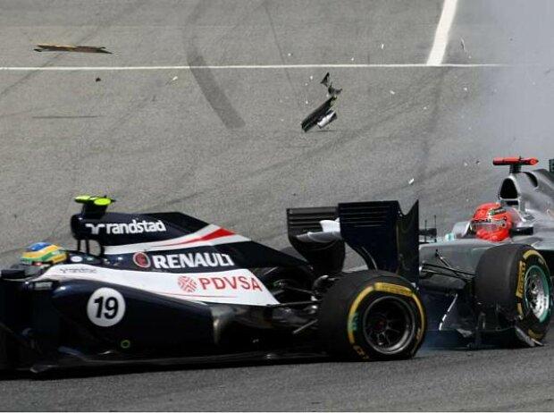 Michael Schumacher kollidiert mit Bruno Senna