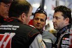 Ryan Newman und Tony Stewart im Gespräch mit Steve Addington und Greg Zipadelli