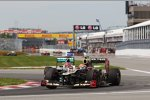 Romain Grosjean (Lotus) und Michael Schumacher (Mercedes)