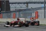 Fernando Alonso (Ferrari) vor Lewis Hamilton (McLaren)