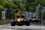 Heikki Kovalainen vor Witali Petrow (Caterham)