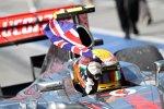 Lewis Hamilton (McLaren) feiert seinen Sieg mit dem Union Jack