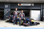 Faces for Charity: Sebastian Vettel und Mark Webber präsentieren die Lackierung für Silverstone. Fans konnten für einen guten Zweck ihr Foto auf dem Auto verewigen.