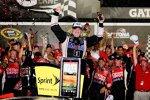 Tony Stewart jubelt nach seinen dritten Saisonsieg in der Victory Lane