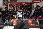 Marussia-Boxencrew wartet auf den nächsten Stopp