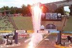 Zieleinlauf des Team-Finales: Die Mercedes-Piloten Ralf Schumacher und Jamie Green bezwingen das Audi-Duo Timo Scheider und Adrien Tambay