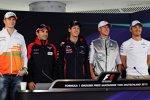 Nico Hülkenberg (Force India), Timo Glock (Marussia), Sebastian Vettel (Red Bull), Michael Schumacher (Mercedes) und Nico Rosberg (Mercedes)
