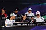 Timo Glock (Marussia), Mark Webber (Red Bull), Nico Hülkenberg (Force India), Nico Rosberg (Mercedes), Sebastian Vettel (Red Bull) und Michael Schumacher (Mercedes)
