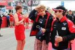 Sebastian Vettel (Red Bull) und Timo Glock (Marussia)