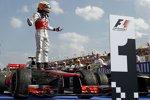 Lewis Hamilton (McLaren) feiert seinen zweiten Saisonsieg