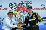 Carl Edwards und Teamchef Jack Roush in der Victory Lane