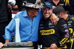 Richard Pett und Marcos Ambrose in der Victory Lane