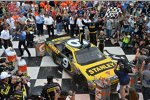 Marcos Ambrose (Petty) in der Victory Lane
