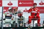 Entspannung nach dem Feiern: Sergio Perez (Sauber), Lewis Hamilton (McLaren) und Fernando Alonso (Ferrari)