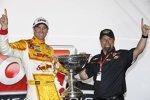 Ryan Hunter-Reay und Michael Andretti mit dem Astor Cup für den IndyCar-Champion 2012
