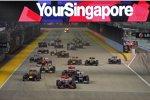 Start zum Grand Prix von Singapur 2012: Hamilton führt vor Maldonado, der aber in der ersten Kurve von Vettel überholt wird