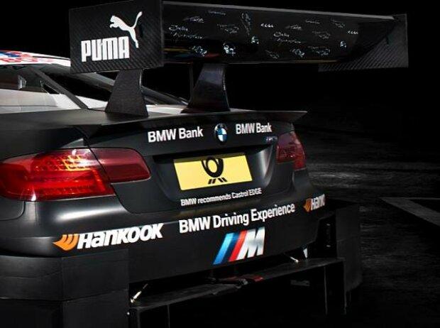 Fan-Unterschriften auf dem BMW-Heckflügel von Bruno Spengler