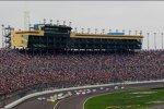 Die 78.000 Zuschauer am Kansas Speedway sahen eine NASCAR-Show der besonderen Art