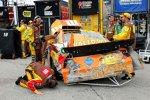 Der Gibbs-Toyota von Kyle Busch nach dem Treffer von Ryan Newman