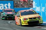 Mike Conway beim Gold Coast 600 der australischen V8-Supercars in Surfers Paradise