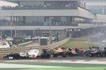 Jean-Eric Vergne (Toro Rosso) mit defektem Frontflügel schon in der ersten Kurve